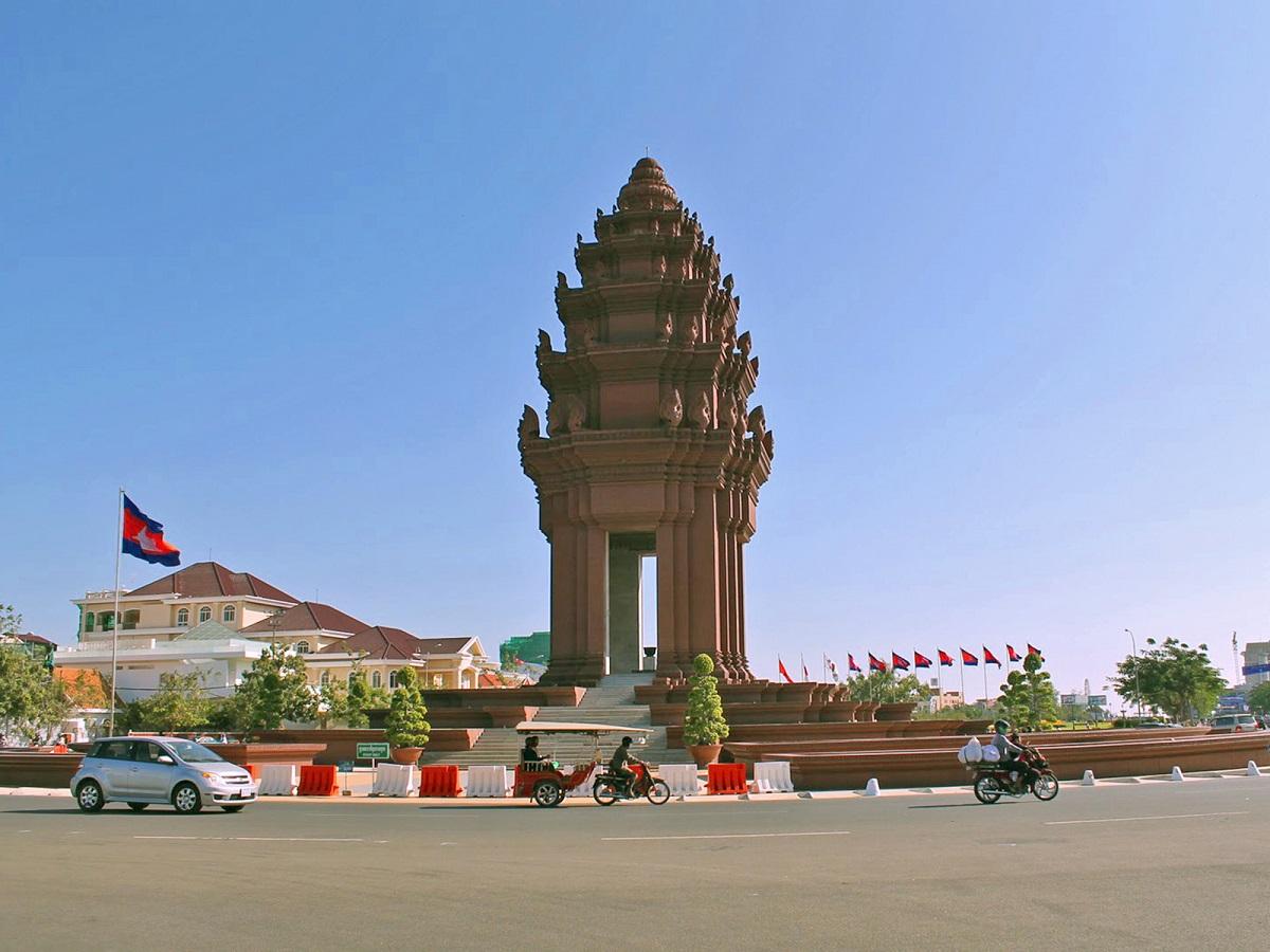 camboyamonumentoindependencia ART 213: VIAJANDO: EL TIEMPO EN TU DESTINO CAMBOYA