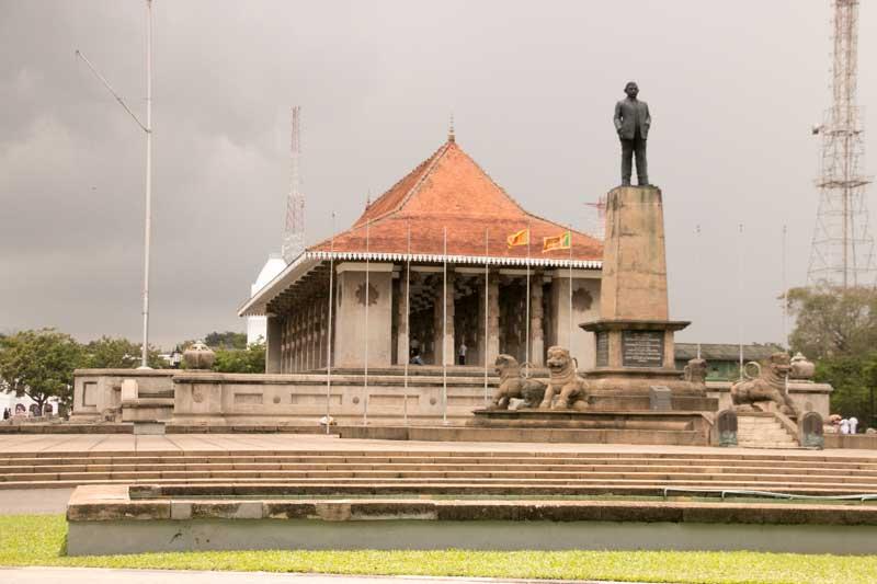 sri lanka monumento independencia logo ART 220: VIAJANDO: EL TIEMPO EN TU DESTINO SRI LANKA