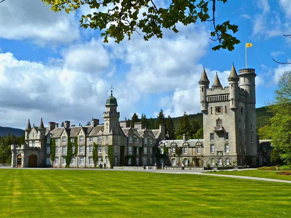 escocia castillo balmoral ART 229: VIAJANDO: EL TIEMPO EN TU DESTINO CASTILLOS DE ESCOCIA